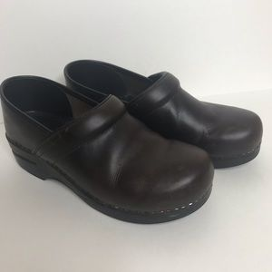 Dansko Antique Brown Leather Clogs Y-104